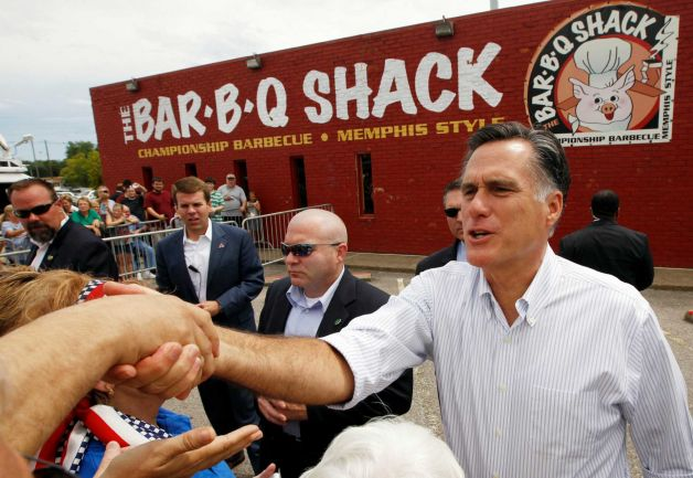 Romney attends BBQ